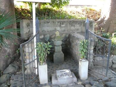 一色刑部の墓