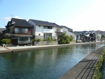 加茂川沿いの町並み3.jpg