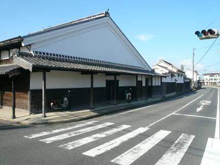 加茂川沿いの町並み2.jpg
