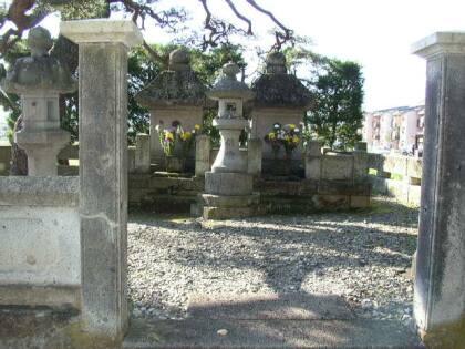 直江兼続夫妻の墓