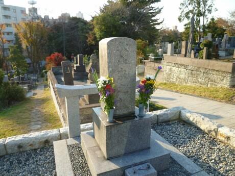 秋山好古の墓.jpg