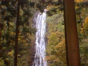丸神の滝_日本の滝100選.jpg