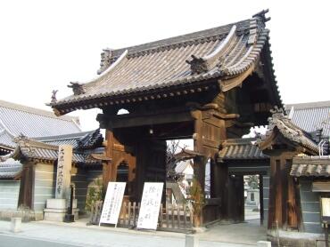 本興寺山門.jpg