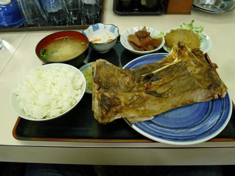 どんぶり君 マグロかま定食.jpg