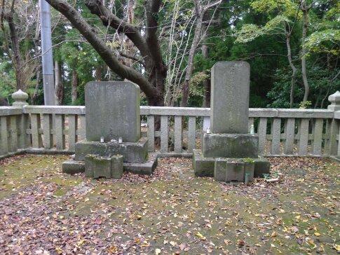 世良修蔵の墓2.jpg