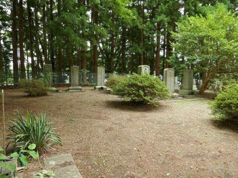 亘理家墓地2.jpg