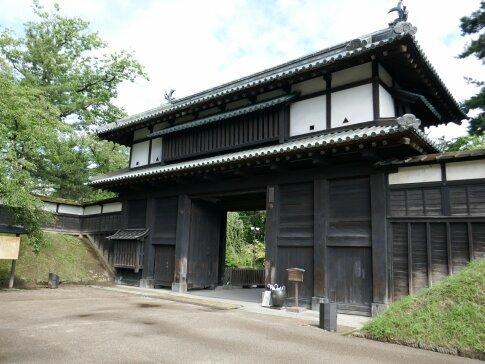 弘前城址 三の丸大手門.jpg