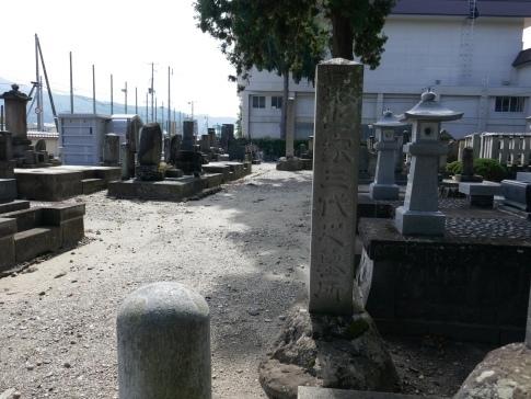 最上家三代の墓.jpg