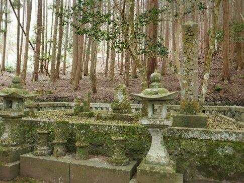 毛利弘元墓所2.jpg