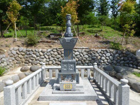 真田信之の墓3.jpg