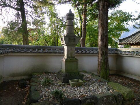 真田小松姫の墓3.jpg