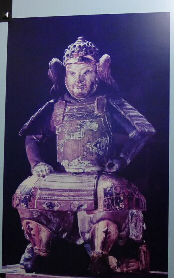 義経神社 義経像.jpg