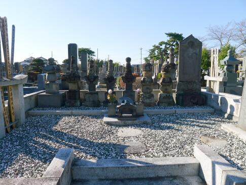 龍淵寺 成田氏の墓.jpg
