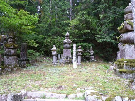 42 榊原康政の墓.jpg