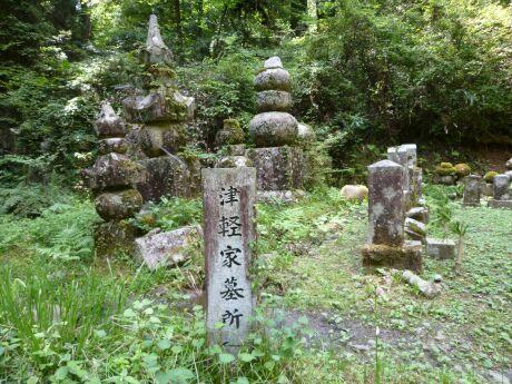 63津軽家墓所.jpg