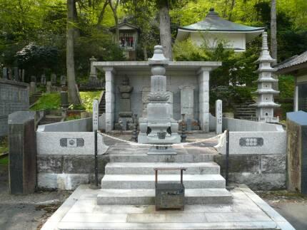 お田の方の墓.jpg