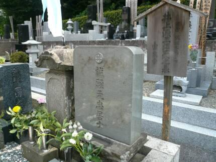 井上源三郎の墓.jpg