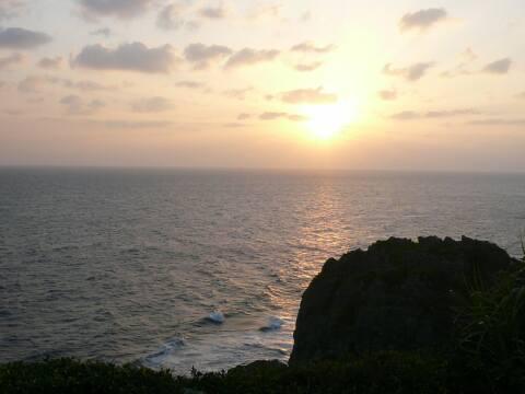 喜屋武岬からみた夕陽