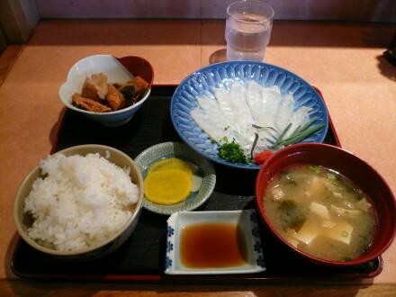 市場食堂よし ふぐ刺定食.jpg