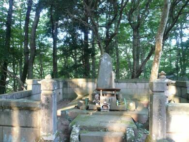 蛇姫様の墓