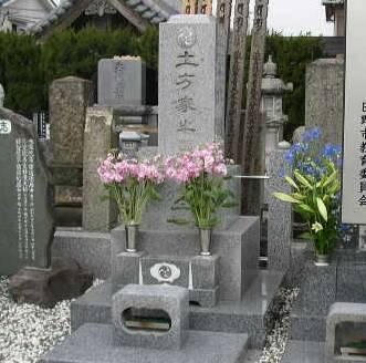 石田寺_土方歳三の墓.jpg