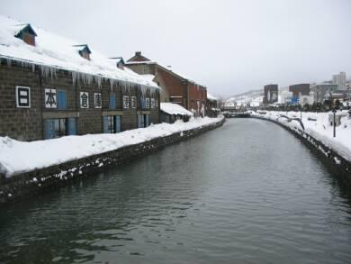 雪の小樽運河