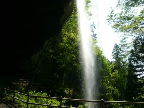 棚下不動の滝2.jpg