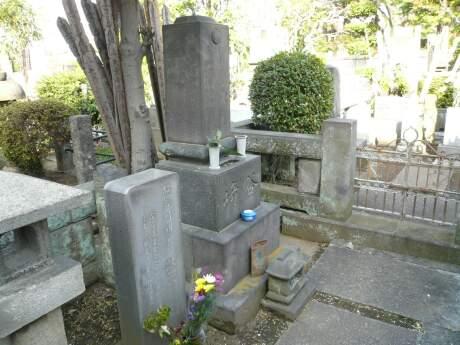谷崎潤一郎の墓.jpg