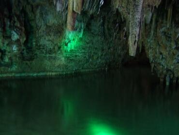 満奇洞 地底湖