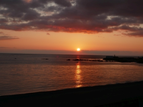 08上ノ国の海岸で夕陽を眺める.jpg