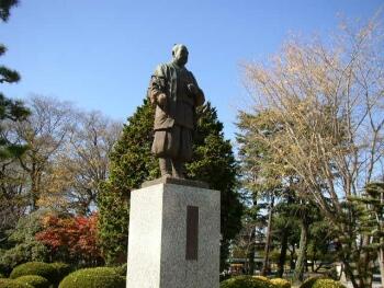 岡崎城_徳川家康像.jpg
