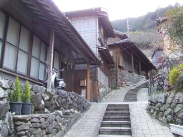 宇津ノ谷の集落3.jpg