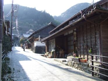 宇津ノ谷の集落1.jpg