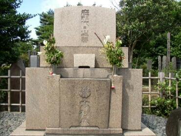 高村光雲・光太郎・智恵子の墓.jpg