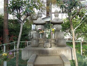 勝海舟の墓.jpg