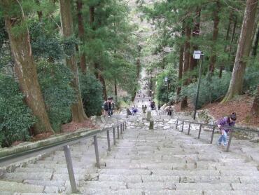 身延山久遠寺階段.jpg
