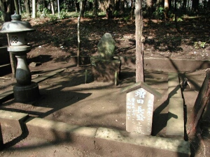 増田長盛の墓.jpg