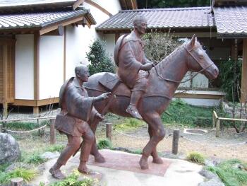 芭蕉の館松尾芭蕉像.jpg