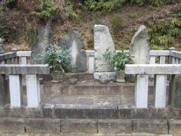 本光寺松平家累代の墓.jpg