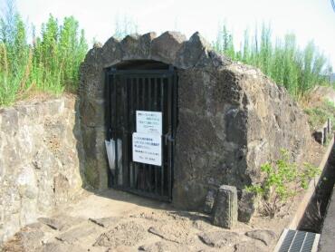 溶岩トンネル.jpg