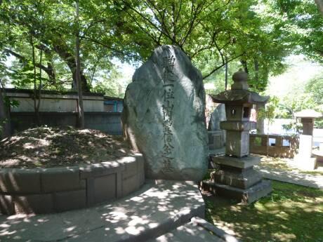 山内容堂の墓.jpg