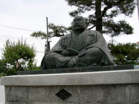 武田信玄像 塩山駅前.jpg