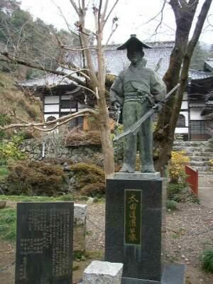 龍穏寺_太田道灌像.jpg
