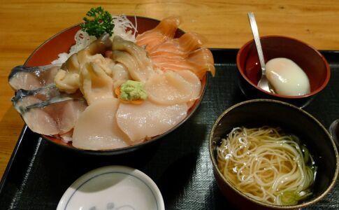 みなと寿司 しあわせ丼.jpg