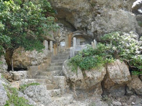 アマミチューの墓3.jpg
