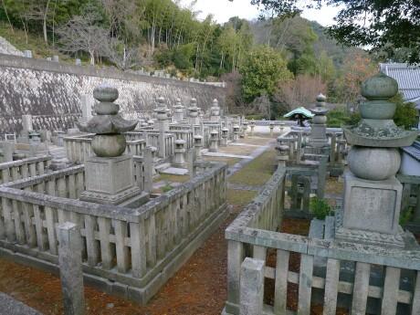 三原浅野家墓所.jpg