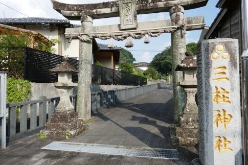 三柱神社.jpg