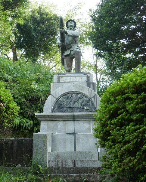 三柱神社 爆弾三勇士の像2.jpg
