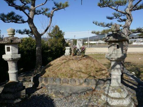井伊直親の墓.jpg
