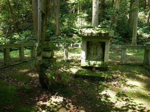 仏御前荼毘の地2.jpg